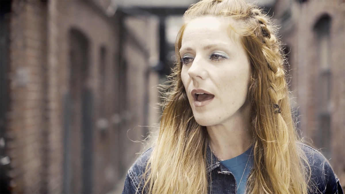 Fremmand får hjælp af Massive Attack på ny single